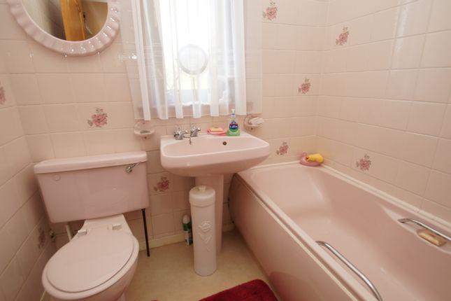 Bathroom - John Wilson Drive, Kilsyth G65